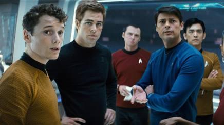 Anton Yelchin � il primo da sinistra in una scena di Star Trek. Ap