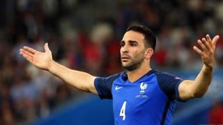 Adil Rami, difensore della Francia. Epa