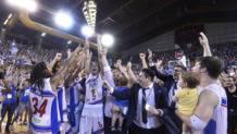 Capitan Cittadini alza il trofeo di A-2. Ciam/Cast