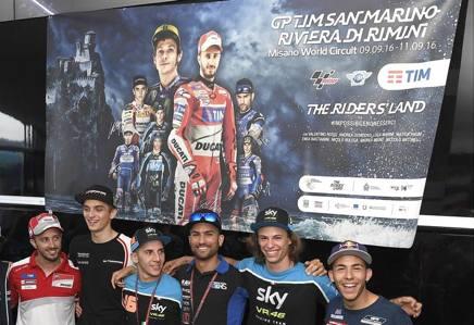 La presentazione del poster di Moto GP di San Marino. Da sinistra: Antonelli, Dovizioso, Marini, Migno, Pasini , Bulega e Bastianini. Milagro
