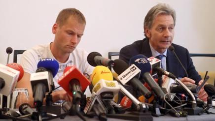 Alex Schwazer accanto a Brandstaetter. LaPresse