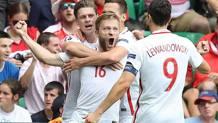 Jakub Blaszczykowski esulta dopo il gol dell'1-0. Afp