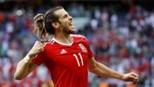 Gareth Bale festeggia la qualificazione ai quarti. Reuters