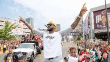 King James in trionfo a Cleveland. Afp