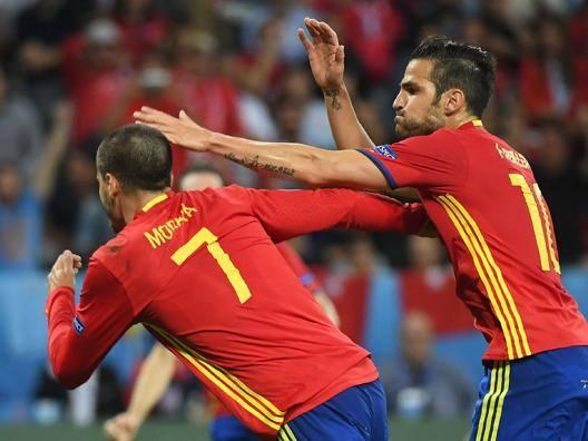 Alvaro Morata, 23 anni, e Cesc Fabregas, 29 anni. Afp