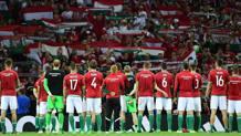La nazionale ungherese saluta il proprio pubblico. Afp