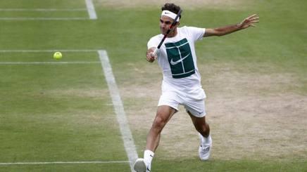 Roger Federer in allenamento a Londra. Epa