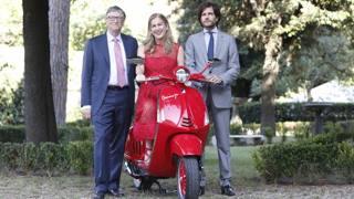 Da sinistra: Bill Gates, Deborah Dugan, ad di (Red), e Michele Colaninno, consigliere del Gruppo Piaggio