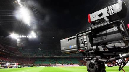Una telecamera a San Siro, teatro dell'ultima finale Champions