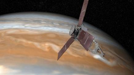 Juno si avvicina a Giove. Ansa