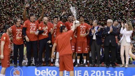 Alessandro Gentile durante i festeggiamenti per lo scudetto vinto battendo in finale Reggio Emilia. CIAMILLO