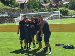Dessena, Murru, Sau, Ceppitelli e Capuano portano in trionfo Balzano