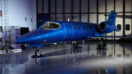 Il Bombardier Learjet blu elettrico
