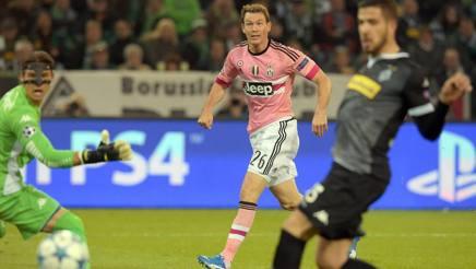 Lichtsteiner segna il gol pi� bello della Champions 2015-2016. Epa
