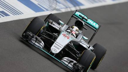 Lewis Hamilton, 31 anni, sulla sua Mercedes al GP d'Inghilterra. Epa