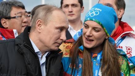 Yelena Isinbayeva, 34 anni., con il presidente russo Vladimir Putin. Ap