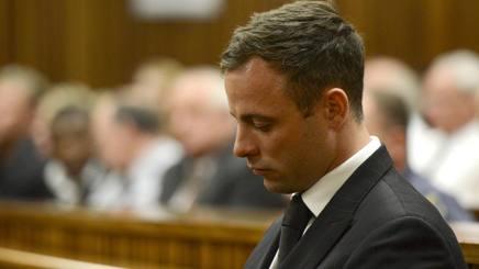 Oscar Pistorius seduto in aula a Pretoria, South Africa AP