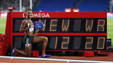 Kendra Harrison,  23 anni, davanti al tabellone che segna il suo record del mondo REUTERS