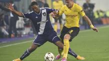 Il giocatore dell'Anderlecht's Youri Tielemans contro Ciro Immobile (Dortmund) nel 2014. Ap