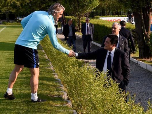 Il tecnico Roberto Mancini con il presidente Erick Thohir. Getty