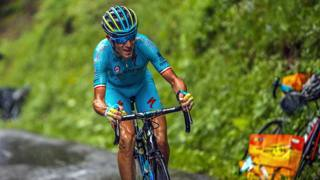 Tour de France: grinta Nibali, crollo Aru