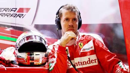 Sebstian Vettel, 29 anni, ai box Ferrari durante le qualifiche del GP d'Ungheria. Getty