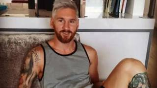 Messi, look estivo col biondo platino