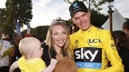 Chris Froome con la moglie Michelle e il figlio Kellan. Reuters