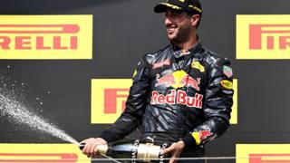 Daniel Ricciardo, 27 anni, sul podio al GP d'Ungheria. Getty