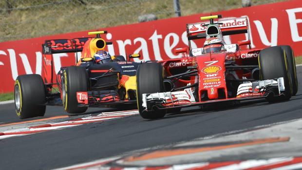 La lotta per il 5° posto tra la Ferrari di Kimi Raikkonen e la Red Bull di Max Verstappen. Epa
