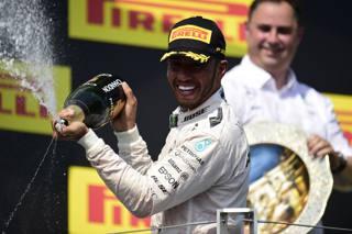 Il tre volte iridato Lewis Hamilton, 31 anni, festeggia sul podio. Lapresse