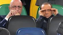 L'a.d. del Milan Adriano Galliani con il presidente Silvio Berlusconi. Reuters