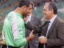 Angelo Peruzzi ai tempi della Lazio con il presidente Claudio Lotito. LaPresse