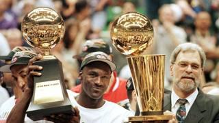 Michael Jordan, 53 anni, con Phil Jackson, 70, il suo coach ai Chicago Bulls AFP