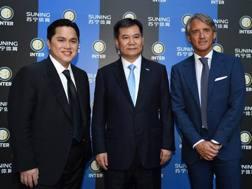 Erick Thohir, Zhang Jindong e Roberto Mancini. Getty