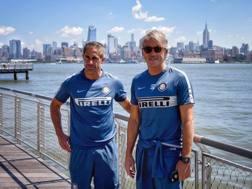 Roberto Mancini, 51 anni, con Sylvinho a New York. Getty