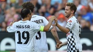 Sebastian Vettel festeggia il gol con Felipe Massa