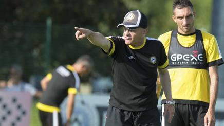 Il tecnico dell'Udinese, Giuseppe Iachini. Alle sue spalle, Lodi. Lapresse