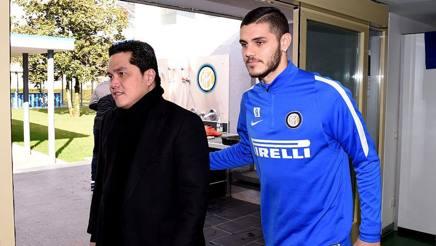 Il presidente dell'Inter Erick Thohir , 46 anni, con Mauro Icardi, 23