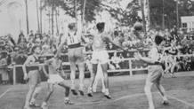 Un'istantanea della finale tra USA e Canada, durante Berlino 1936: � il primo oro olimpico della selezione statunitense