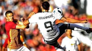 Ibrahimovic segna il gol al 4' nell'amichevole contro il Galatasaray. REUTERS
