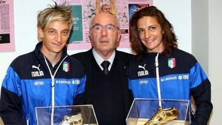 Patrizia Panico, a destra, con Tavecchio e Melania Gabbiadini, durante un forum in Gazzetta. D'Annibale