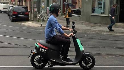 bosch si lancia nello scooter sharing elettrico. Black Bedroom Furniture Sets. Home Design Ideas