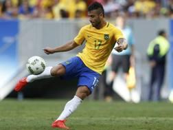 Felipe Anderson con la maglia numero 17 della selezione olimpica brasiliana. Reuters