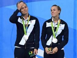 Il pianto sul podio di Tania Cagnotto e Francesca Dallapé. Ansa