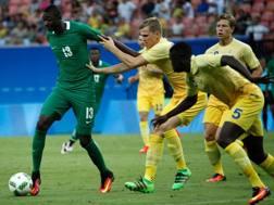 Il colpo di testa di Umar Sadiq, 19 anni, che ha deciso Nigeria-Svezia: secondo gol di fila dopo quello al Giappone. Reuters