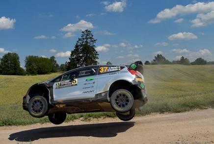 La Ford Fiesta RS di Lorenzo Bertelli e Simone Scattolin in uno spettacolare passaggio durante il Rally di Polonia GETTY IMAGES