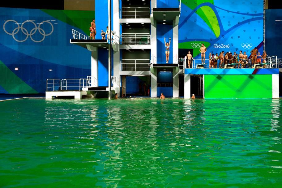 Olimpiadi tania cagnotto e la piscina verde la - Piscina olimpiadi ...
