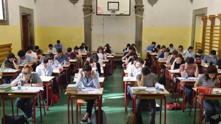 Gli studenti alle prove scritte di italiano. Ansa