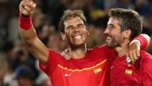 Rafa Nadal e Marc Lopez raggianti iper l'oro . Reuters